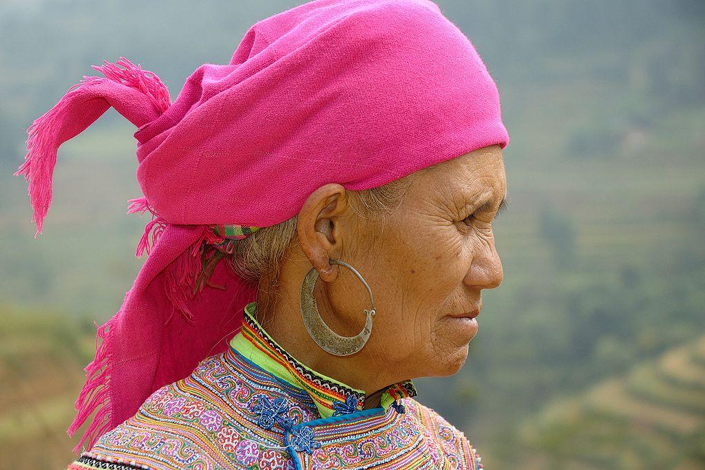 Portrait d'une femme Hmong Fleur
